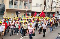 CURITIBA, PR, 21 DE NOVEMBRO DE 2013 -  AGRICULTURA FAMILIAR - ATO PÚBLICO.  Movimentos de entidades e organizações da agricultura familiar do Estado do Paraná realizaram ato mobilizatório em prol da agricultura familiar, na tarde dessa quinta-feira(21) no centro de Curitiba. Cerca de 2 mil pessoas oriundas de diversas partes do Estado do Paraná particparam  do manifesto. FOTO: PAULO LISBOA / BRAZIL PHOTO PRESS.