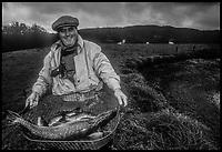 Europe/France/Nouvelle Aquitaine/23/Creuse/La Chapelle-Taillefert:  Victor Lanoux lors de la  pche de son étang - mort  récemment (4 mai 2017)<br /> PHOTO D'ARCHIVES // ARCHIVAL IMAGES<br /> FRANCE 1990