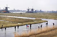 Nederland Zaanstad 2018 . Schaatsen bij de molens in Zaanse Schans. Foto Berlinda van Dam / Hollandse Hoogte