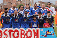 ENVIGADO -COLOMBIA-25-01-2014. Jugadores de Millonarios posan para los fotógrafos previo al partido contra Envigado FC por la fecha 1 de la Liga Postobón I 2014 realizado en el Polideportivo Sur de la ciudad de Envigado./ Players of Millonarios pose to the photographers prior a match with Envigado FC for the 1st date of the Postobon League I 2014 at Polideportivo Sur in Envigado city.  Photo: VizzorImage/Luis Ríos/STR