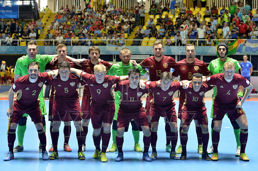 CALI -COLOMBIA-01-10-2016: Jugadores de Rusia posan para una foto previo al encuentro entre Rusia y Argentina por la final de la Copa Mundial de Futsal de la FIFA Colombia 2016 jugado en el Coliseo del Pueblo en Cali, Colombia. / Players of Russia pose to a photo prior the match between Rusia and Argentina for the final of the FIFA Futsal World Cup Colombia 2016 played at Metropolitan Coliseo del Pueblo in Cali, Colombia. Photo: VizzorImage/ Gabriel Aponte / Staff
