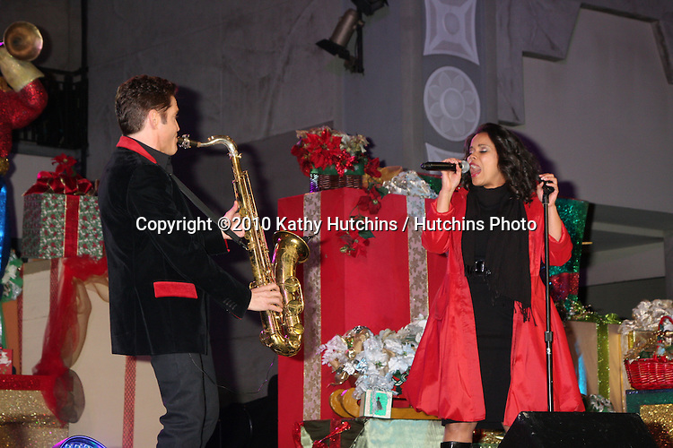 LOS ANGELES - NOV 20:  Dave Koz & Kimberly Locke at the Hollywood & Highland Tree Lighting Concert 2010  at Hollywood & Highland Center Cour on November 20, 2010 in Los Angeles, CA