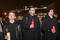 Naziaufmarsch der Neonaziorganisation &quot;Wir fuer Deutschland&quot; am Abend des 9. November 2018, dem 80. Jahrestag der Reichspogromnacht, unter dem Motto &quot;Trauermarsch fuer die Opfer von Politik&quot;. An dem Aufmarsch beteiligten sich 70-80 Rechte, Neonazis und Hooligans, mehrere tausend Menschen protestierten dagegen.<br /> 9.11.2018, Berlin<br /> Copyright: Christian-Ditsch.de<br /> [Inhaltsveraendernde Manipulation des Fotos nur nach ausdruecklicher Genehmigung des Fotografen. Vereinbarungen ueber Abtretung von Persoenlichkeitsrechten/Model Release der abgebildeten Person/Personen liegen nicht vor. NO MODEL RELEASE! Nur fuer Redaktionelle Zwecke. Don't publish without copyright Christian-Ditsch.de, Veroeffentlichung nur mit Fotografennennung, sowie gegen Honorar, MwSt. und Beleg. Konto: I N G - D i B a, IBAN DE58500105175400192269, BIC INGDDEFFXXX, Kontakt: post@christian-ditsch.de<br /> Bei der Bearbeitung der Dateiinformationen darf die Urheberkennzeichnung in den EXIF- und  IPTC-Daten nicht entfernt werden, diese sind in digitalen Medien nach &sect;95c UrhG rechtlich geschuetzt. Der Urhebervermerk wird gemaess &sect;13 UrhG verlangt.]