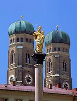 Deutschland, Bayern, Oberbayern, Muenchen: Frauenkirche und Marienstatue | Germany, Bavaria, Upper Bavaria, Munich: Church of Our Lady and Maria statue