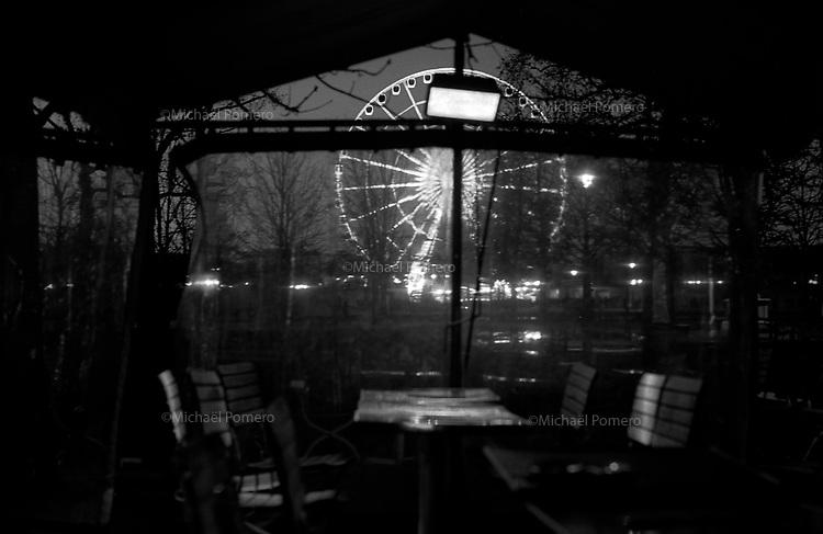 Paris (&icirc;le de france)<br /> <br /> La grande roue de la place de la concorde vue depuis le jardin des Tuileries.<br /> <br /> The great wheel of the Place de la Concorde seen from the Jardin des Tuileries.