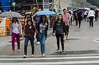 SÃO PAULO, SP,25 DE OUTUBRO DE 2013 - CLIMA TEMPO -  Chuva atinge a capital, na tarde desta sexta feira, 25, na Avenida Paulista, região central.  FOTO: ALEXANDRE MOREIRA / BRAZIL PHOTO PRESS