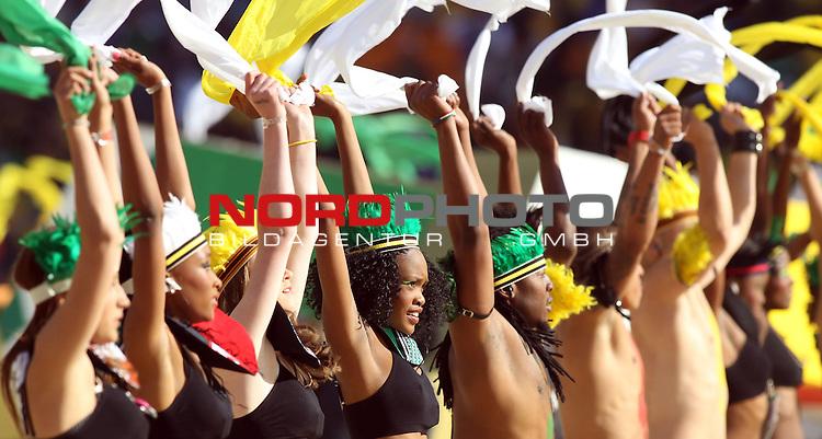 11.06.2010, Soccer City Stadium, Johannesburg, RSA, FIFA WM 2010, Er&ouml;ffnungsfeier im Bild Fans feiern die erste WM auf Afrikanischen Boden,  Foto: nph /    Mark Atkins *** Local Caption *** Fotos sind ohne vorherigen schriftliche Zustimmung ausschliesslich f&uuml;r redaktionelle Publikationszwecke zu verwenden.<br /> <br /> Auf Anfrage in hoeherer Qualitaet/Aufloesung