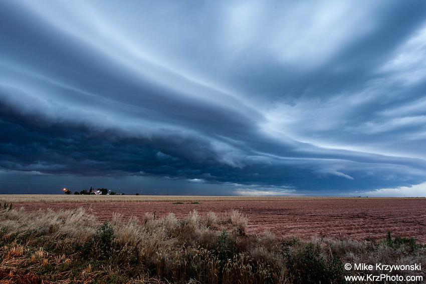Shelf cloud in Slaton, TX