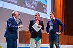 UTRECHT - 25 jaar partnership Volvo/KNHB, Tom van 't Hek met Hugo van Leeuwen Boomkamp (Volvo Buitenweg)  en HC Naarden voorzitter Marc van Wijk.  Nationaal Hockey Congres van de KNHB, COPYRIGHT KOEN SUYK