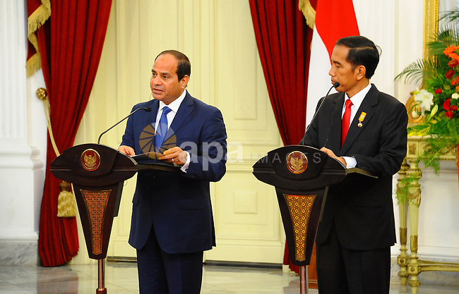 Egyptian President Abdel Fattah al-Sisi and Indonesia's President Joko Widodo attend a joint press conference in Jakarta on September 4, 2015. Al-Sisi, who arrived from Beijing, is on the final stop of his near week-long Asian trip. Photo by Egyptian President Office