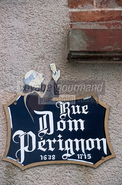 Europe/France/Champagne-Ardenne/51/Marne/Hautvilliers: Détail plaque de rue en hommage à Dom Perignon - Champagne de la vallée de la Marne