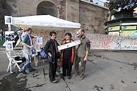 Roma, 7 Maggio 2012.Colosseo.La Rete Romana di Solidarietà con il Popolo Palestinese entra in  sciopero della fame in solidarietà con i prigionieri politici Palestinesi, come forma attiva di resistenza all'occupazione militare israeliana.Nella foto Luisa Morgantini
