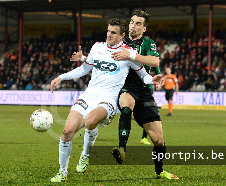 KV Kortrijk - Cercle Brugge : Ivan Santini (links) aan de bal voor Noe Dussenne (r) <br /> foto VDB / BART VANDENBROUCKE