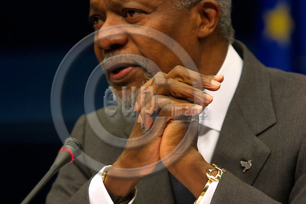 BRUSSELS - BELGIUM - FEB. 17 2003 --UN Secretary-General Kofi Annan addresses the press after meeting with the heads of state at the EU Summit.  PHOTO: EUP-IMAGES.COM / ERIK LUNTANG