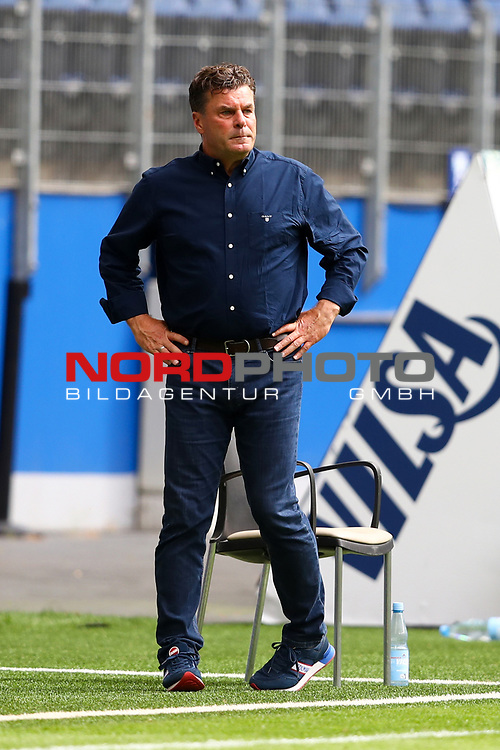 Hamburgs Trainer Dieter Hecking beim Spiel Hamburger SV gegen den  SV Sandhausen in Hamburg / 280620<br />
