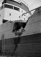 April 1964.  Schade aan een schip.