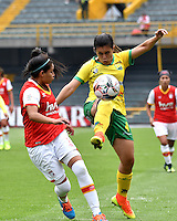 BOGOTA - COLOMBIA - 26-02-2017: Oriana Altuve (Izq.) jugadora de Independiente Santa Fe disputa el balón con Alexandra Canaguacan (Der.) jugadora de Atletico Huila, durante partido por la fecha 2 entre Independiente Santa Fe y Atletico Huila, de la Liga Femenina Aguila 2017, en el estadio Nemesio Camacho El Campin de la ciudad de Bogota. / Oriana Altuve (L) player of Independiente Santa Fe struggles for the ball with Alexandra Canaguacan (R) player of Atletico Huila, during a match of the date 2 between Independiente Santa Fe and Atletico Huila, for the Liga Femenina Aguila 2017 at the Nemesio Camacho El Campin Stadium in Bogota city, Photo: VizzorImage / Luis Ramirez / Staff.
