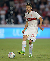 FUSSBALL   INTERNATIONAL   UEFA EUROPA LEAGUE   SAISON 2013/2014    Qualifikation VfB Stuttgart - Botev Plovdiv    08.08.2013 Christian Gentner (VfB Stuttgart) am Ball