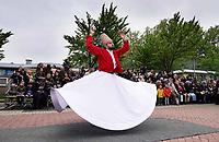 Nederland Deventer april 2018. Open Dag bij de Centrum Moskee Deventer ( Deventer Merkez Camii). Optreden van dansende Derwisj.  Foto mag niet in negatieve context gepubliceerd worden.  Foto Berlinda van Dam / Hollandse Hoogte