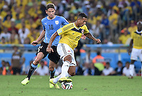 FUSSBALL WM 2014                ACHTELFINALE Kolumbien - Uruguay                  28.06.2014 Gaston Ramirez (li, Uruguay) gegen Fredy Guarin (re, Kolumbien)