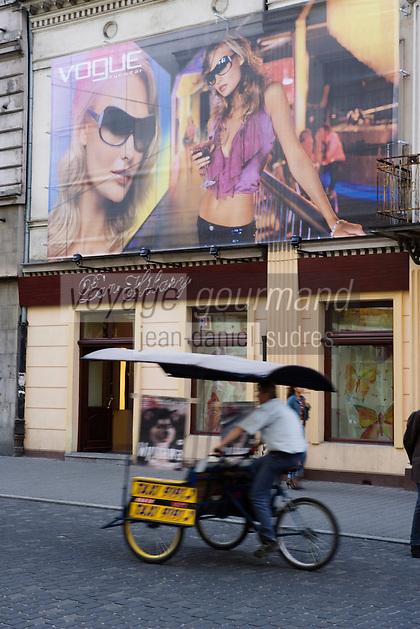 Europe/Pologne/Lodz: la rue Piotrkowska plus longue rue pietonne de Pologne, cyclo-pousse