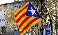 BARCELONA, ESPANHA, 29 DE MARCO DE 2012 - GREVE GERAL NA ESPANHA - Milhares de pessoas tomam a Praca de Catalunha na regiao central de Barcelona, onde diversos sindicatos e organizacoes nao governamentais protestam contra a crise europeia, e os cortes de emprego, nesta quinta-feira, 29. (FOTO: VANESSA CARVALHO / BRAZIL PHOTO PRESS).