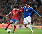 Partido amistoso en el estadio Santiago Bernabeu Espana le gano 1x0 al selecionado de Colombia <br /> Fredy Guar&iacute;n (D) disputa el balon con Pedro Rodriguez (I)
