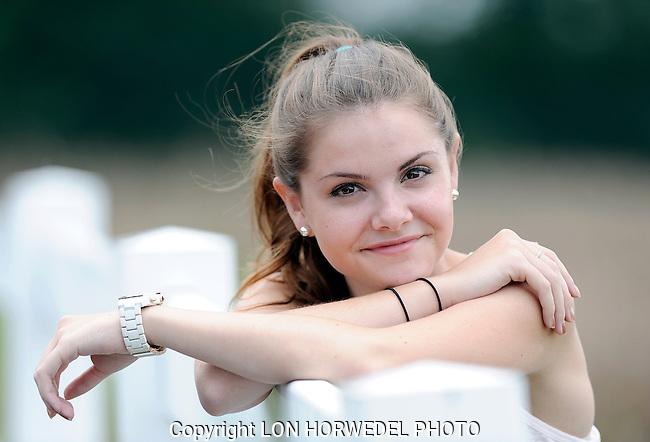 Allie Irwin senior portraits.