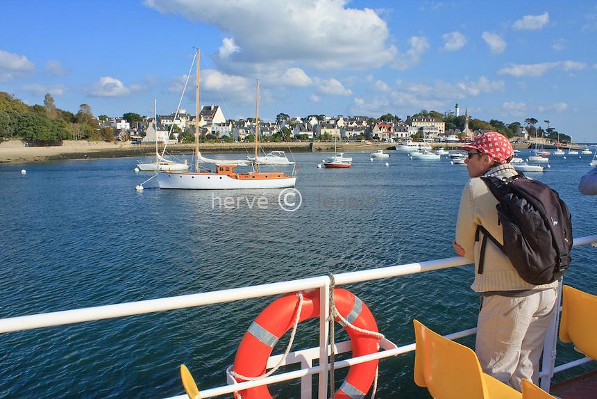 France, Bretagne, Finistère (29), Bénodet, promenade en bateau sur l'Odet. Model release // France, Brittany, Finistere, Bénodet, Boat trip on Odet river (Model Release OK)