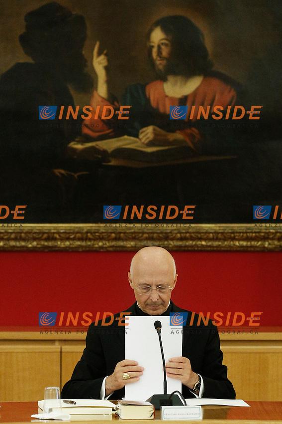 Il Cardinale Angelo Bagnasco.Roma 23/09/2012 Prolusione del Cardinale Angelo Bagnasco al Consiglio Permanente della Cei.Foto Serena Cremaschi Insidefoto