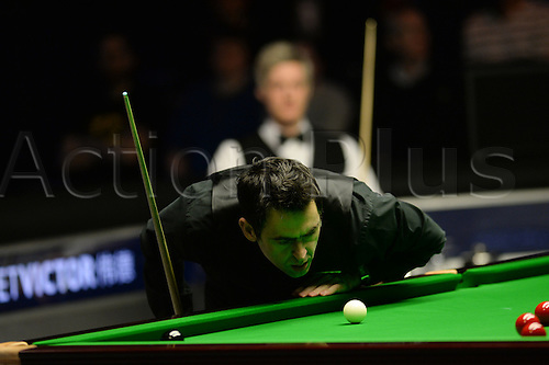 21.02.2016. Cardiff Arena, Cardiff, Wales. Bet Victor Welsh Open Snooker final.  Ronnie O'Sullivan versus Neil Robertson. Ronnie O'Sullivan keeps a close eye on the cue ball.