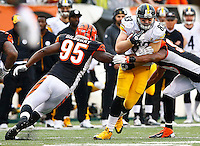 Heath Miller #83 of the Pittsburgh Steelers runs after a catch through a tackle by Wallace Gilberry #95 of the Cincinnati Bengals during the game at Paul Brown Stadium on December 12, 2015 in Cincinnati, Ohio. (Photo by Jared Wickerham/DKPittsburghSports)