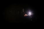 """Marabilli festibalari bukaera ekitaldiko argi teknikaria. Ondarrun (Euskal Herri), 2013ko Urriaren 13an. Marabilli sormen festibala"""" Aitzol Aramaio zenaren indarrarekin jaiotako egitasmo bat da eta helburua da hainbat artista Ondarroan biltzea, idazleak, musikariak, zinegileak, antzerkilariak, artista plastikoak, diseinatzaileak...  (Josu Trueba Leiva / Bostok Photo)"""