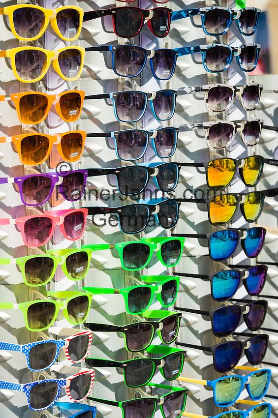 Croatia, Istria, Porec: sunglasses for sale | Kroatien, Istrien, Porec: Verkaufsstand fuer Sonnenbrillen