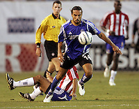 10 September 2005: Dwayne De Rosario of the Earthquakes controls the ball against CD Chivas USA during the first half of the game at Spartan Stadium in San Jose, California.    San Jose Earthquakes tied CD Chivas USA, 0-0 at halftime.