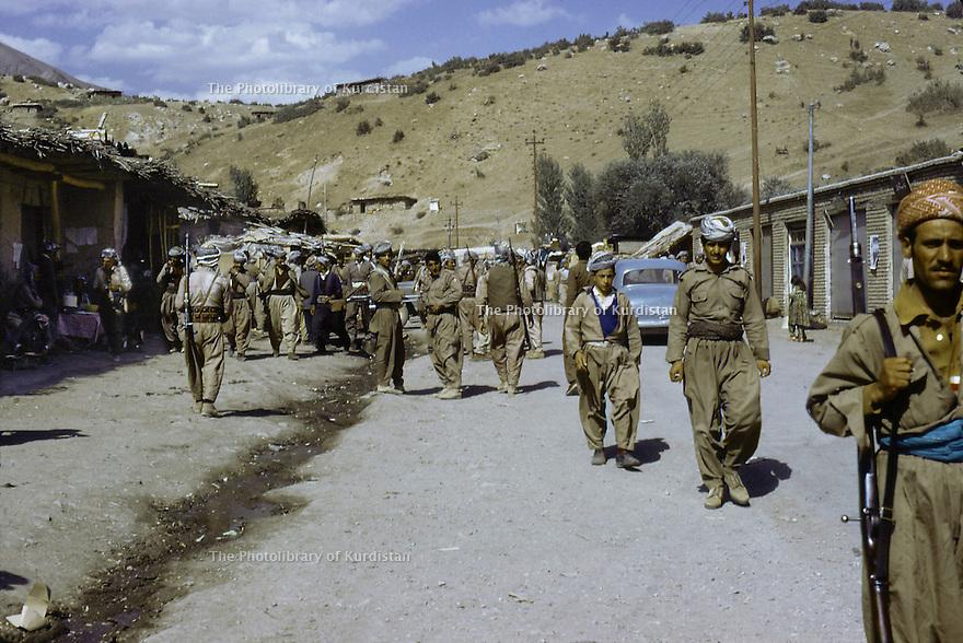Irak 1974.La rue principale de Derbend.Iraq 1974.Derbend's mainstreet