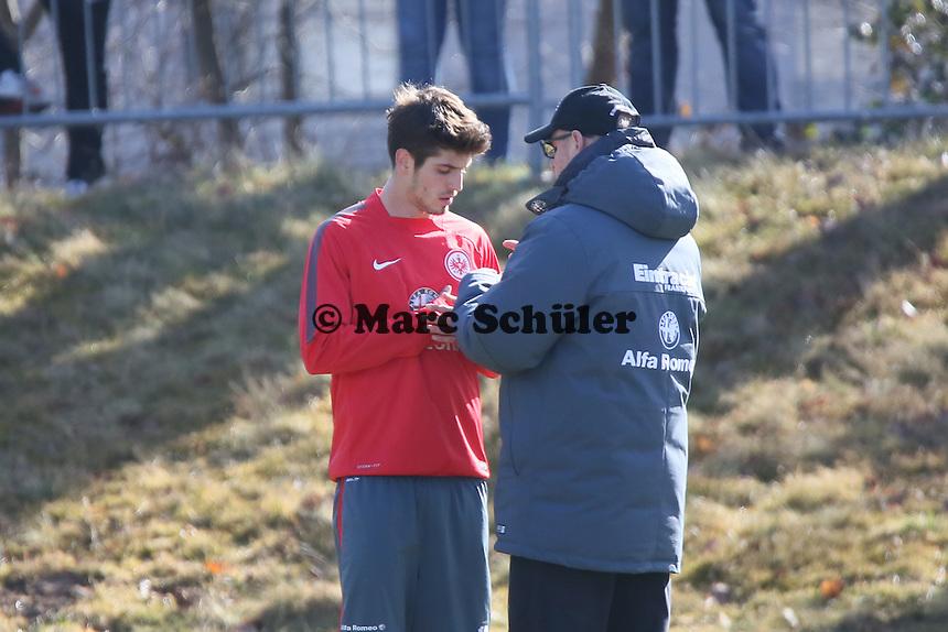 Trainer Thomas Schaaf im Einzelgespräch mit Lucas Piazon - Eintracht Frankfurt Training, Commerzbank Arena