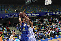 Lawrence Hill (Artland) foult Danilo Barthel (Skyliners) beim Wurf- Fraport Skyliners vs. Artland Dragons Quakenbrueck, Fraport Arena Frankfurt