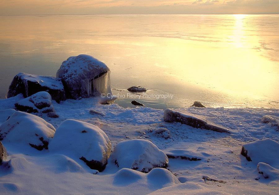 North Shore Sunrise Minnesota Rocks And Light Duluth