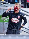 nph00351: Fussball, 1. Bundesliga, Saison 19/20, 26. Spieltag, Fortuna Düsseldorf - FC Paderborn 07, 16.05.2020:<br /> Axel Bellinghausen (F95) mit Mundschutz<br />  <br /> <br /> Nur für journalistische Zwecke! Only for editorial use!<br /> <br /> Gemäß den Vorgaben der DFL Deutsche Fußball Liga ist es untersagt, in dem Stadion und/oder vom Spiel angefertigte Fotoaufnahmen in Form von Sequenzbildern und/oder videoähnlichen Fotostrecken zu verwerten bzw. verwerten zu lassen. DFL regulations prohibit any use of photographs as image sequences and/or quasi-video. <br /> <br /> Foto: Moritz Müller/Pool / via Meuter/nordphoto