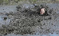 Nederland Schermerhorn  2016 07 10.  Jaarlijkse Prutmarathon door de modderige slootjes van de Mijzenpolder. De voorloper van Mudmasters, Strong Viking etc.  Foto Berlinda van Dam / Hollandse Hoogte