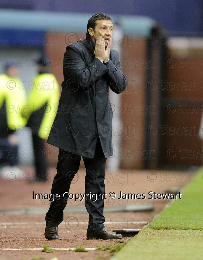24/10/2009  Copyright  Pic : James Stewart.sct_jspa22_kilmarnock_st_johnstone  . :: DEREK MCINNES DURING THE GAME AGAINST KILMARNOCK :: .James Stewart Photography 19 Carronlea Drive, Falkirk. FK2 8DN      Vat Reg No. 607 6932 25.Telephone      : +44 (0)1324 570291 .Mobile              : +44 (0)7721 416997.E-mail  :  jim@jspa.co.uk.If you require further information then contact Jim Stewart on any of the numbers above.........