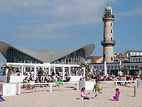 Restaurant Teepott und Leuchtturm in Rostock-Warnemünde , Mecklenburg-Vorpommern, Deutschland