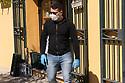 19 marzo 2020, Sassari, via Principessa Maria. Bottega Bio Madre Natura. Luigi Cocco impegnato nell'approvvigionamento della bottega.