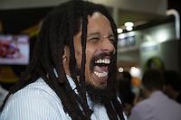 SAO PAULO, SP, 08 DE MAIO DE 2013. APAS 2013 - FEIRAS APAS 2013 - O ex jogador de futebol e filho do cantor Bob Marley, Rohan Marley, comparece ao stand da GlobalBev na Apas 2013 - Congresso e Feira de Negócios em Supermercados no Expo Center Norte para lançamento de nova bebida da marca. FOTO ADRIANA SPACA/BRAZIL PHOTO PRESS