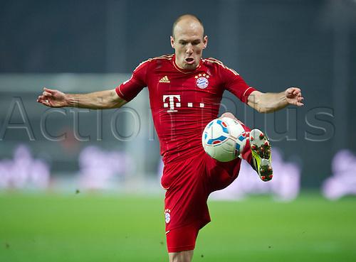 17.03.2012. Berlin, Germany. Hertha BSC Berlin versus FC Bayern Munich. Arjen Robben Bayern brings a high ball under control
