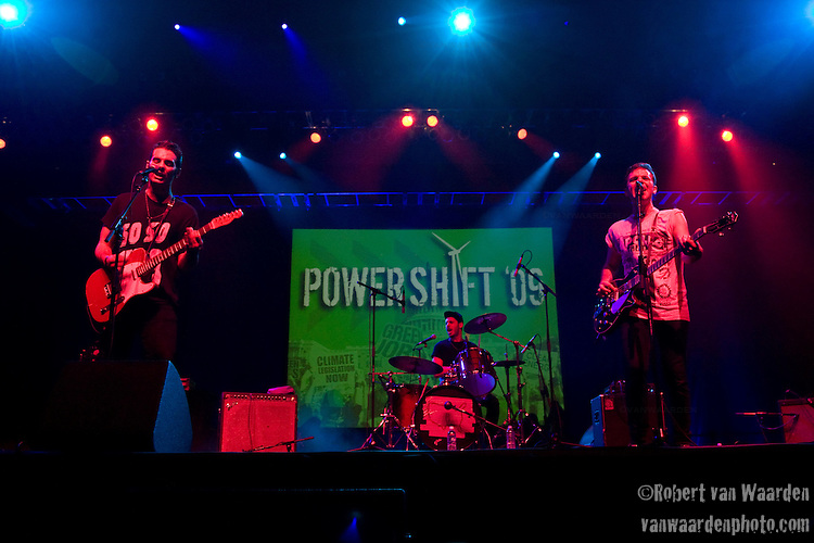 The So So Glos preform at Power Shift '09 (©Robert vanWaarden ALL RIGHTS RESERVED)