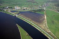 Borghorster Elbwiesen Deichrueckverlegung: EUROPA, DEUTSCHLAND, HAMBURG 20.04.2018: Die Borghorster Elbwiesen in Hamburg-Altengamme und Geesthacht sind mit einer Flaeche von 69 Hektar Teil des Naturschutzgebietes Borghorster Elblandschaft . Ein 1968 errichteter Leitdamm trennt die Wiesen vom Strom der Elbe. Mit der geplanten und gebauten Kohaerenzmaßnahme wurde der Deich wieder geoeffnet und die Landschaft dem Tideeinfluss ausgesetzt.