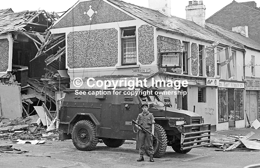 British soldier stands guard outside the bombed Bayardo Bar on the corner of Shankill Road and Aberdeen Street, Belfast, N Ireland. Four people were killed and 60 injured in the explosion on 13th August 1975. 197508130574BB2.<br />