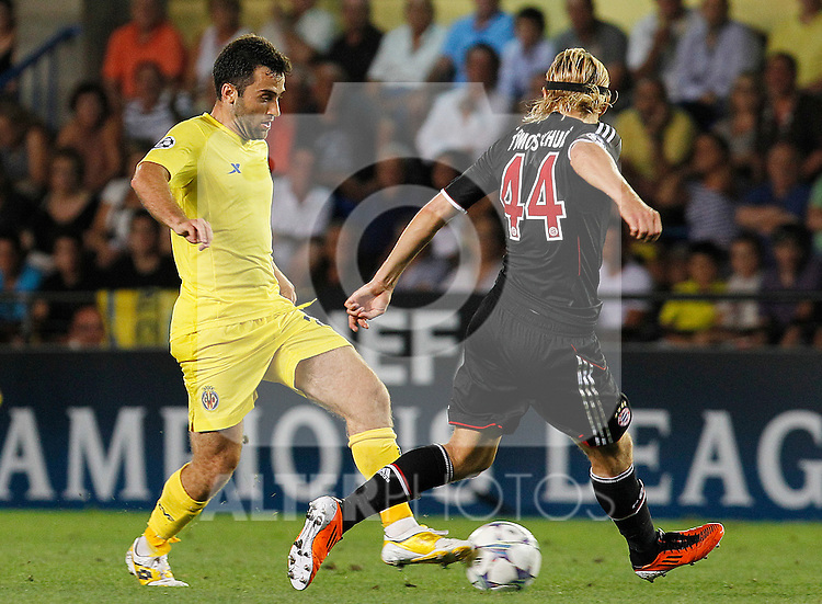 Villareal CF's Giuseppe Rossi (l) and FC Bayern Munchen's Anatoliy Tymoshchuk during UEFA Champions League match.September 14,2011.(ALTERPHOTOS/Acero)